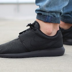 Square nike roshe run nm black safari 1